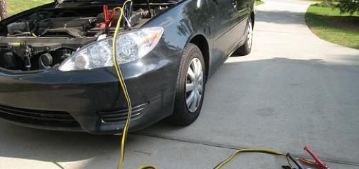 chargeur-de-batterie-de-voiture